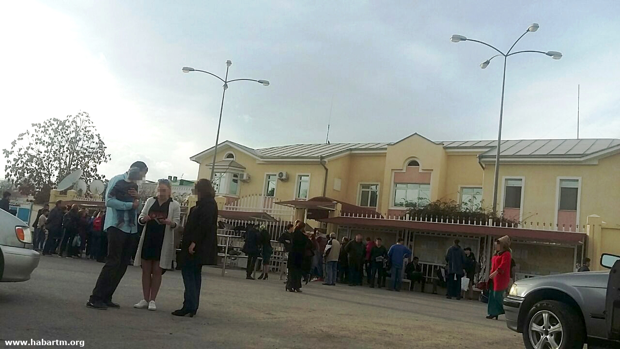 Туркменистан: Население продолжает покидать «Родину процветания»
