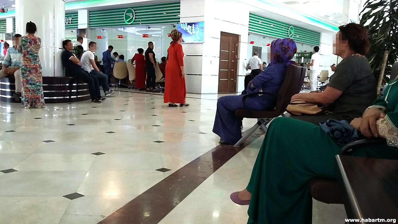«Туркменские авиалинии»: Очереди, отсутствие билетов и блат