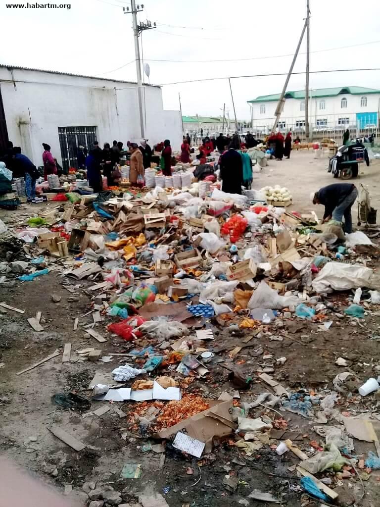 «Как где-нибудь в Афганистане». О санитарных условиях центрального рынка Туркменабада