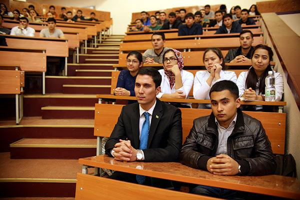 Туркменские студенты в Беларуси: Плохо учатся, но хорошо танцуют