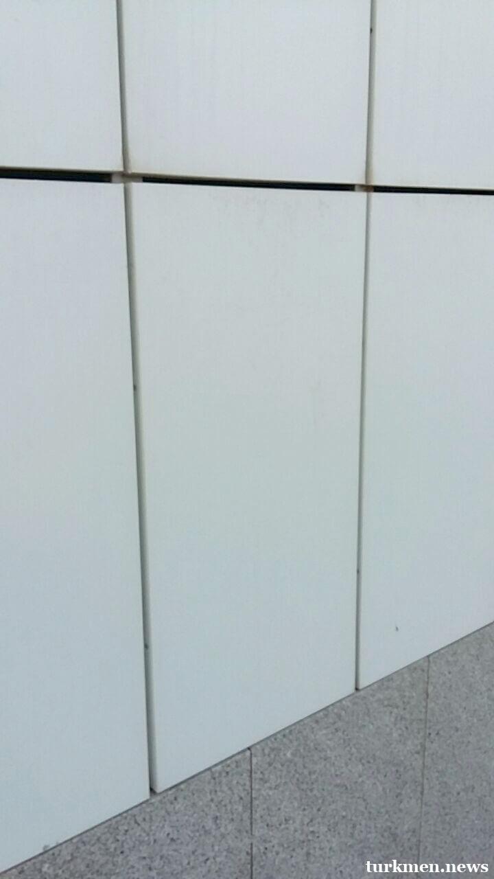 Жители Ашхабада пишут жалобы на протекающие стены и потолки