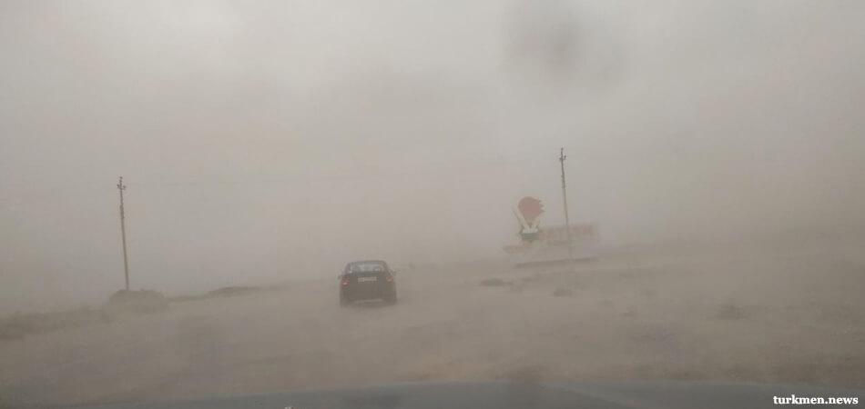 По Туркменистану прошла буря со штормом