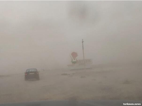 Над регионами Туркменистана пронеслась песчаная буря. Фотография