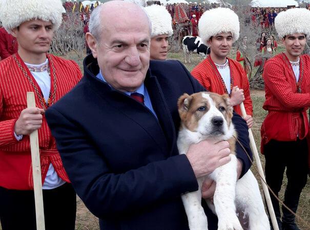 В Ашхабаде ушел из жизни посол Армении Гарник Бадалян