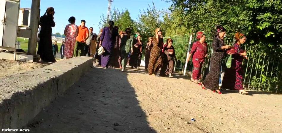 Туркменских госслужащих и студентов заставляют репетировать День независимости