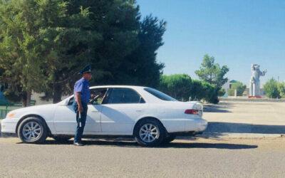 В Туркменистане объявлен месячник безопасности дорожного движения. Сотрудники ГАИ используют его для наживы