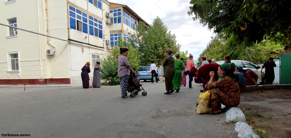 Туркменистан: Банкам запретили выдачу долларов людям, получающим зарплату в валюте