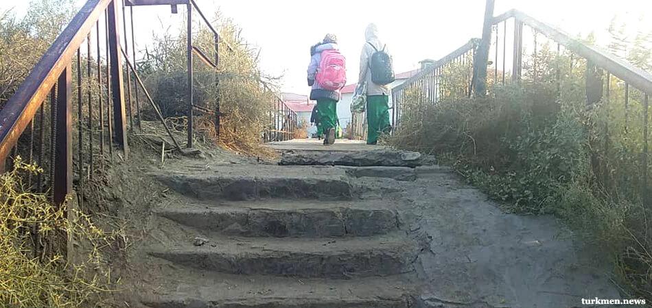 Рэкет, ботокс, любовь. Что еще выявляет комиссия в школах Лебапа