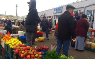В Дашогузе полиция пресекает стихийную торговлю у закрытого базара