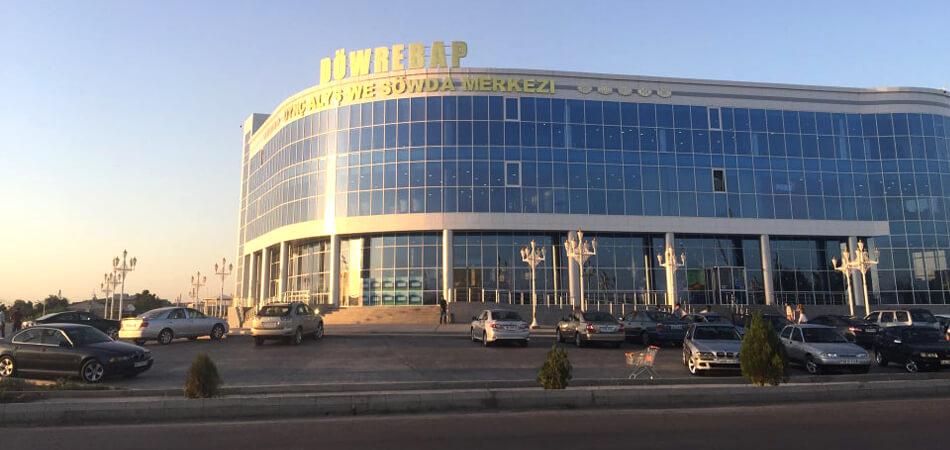 В Туркменабаде открылся ранее закрытый ТЦ «Довребап»