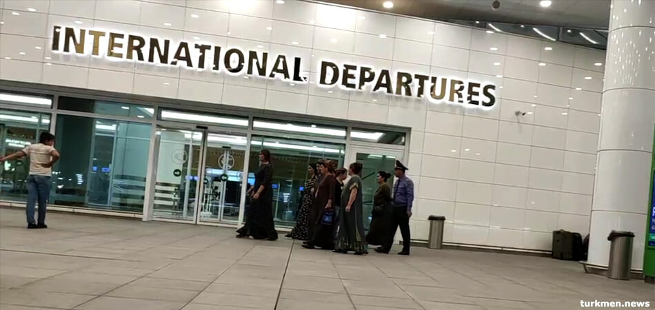 Туркменистан: Трех иностранцев рейсом из Алматы выдворили из страны в Турцию