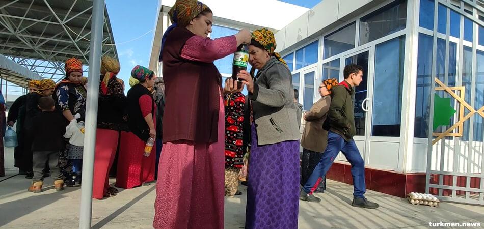 Туркменистан: В Ахале перестали продавать местное хлопковое масло, в дефиците и курятина