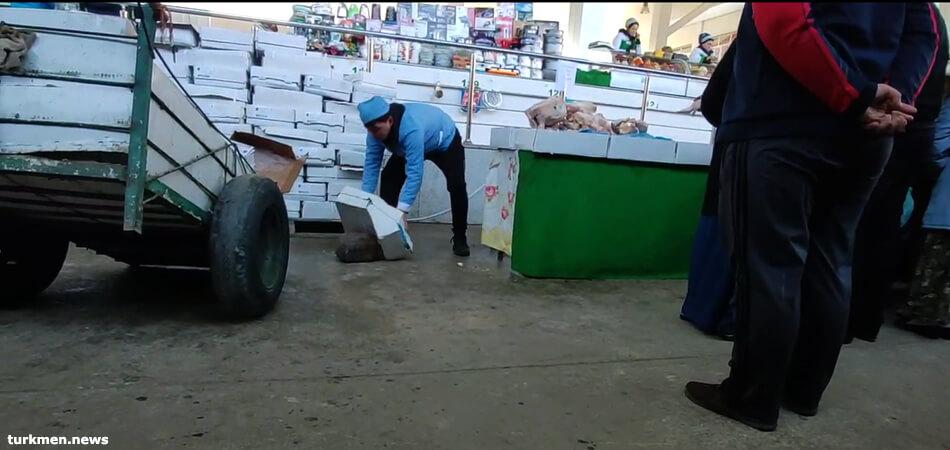 В Туркменбаши улучшилось снабжение продовольствием, растет спекуляция