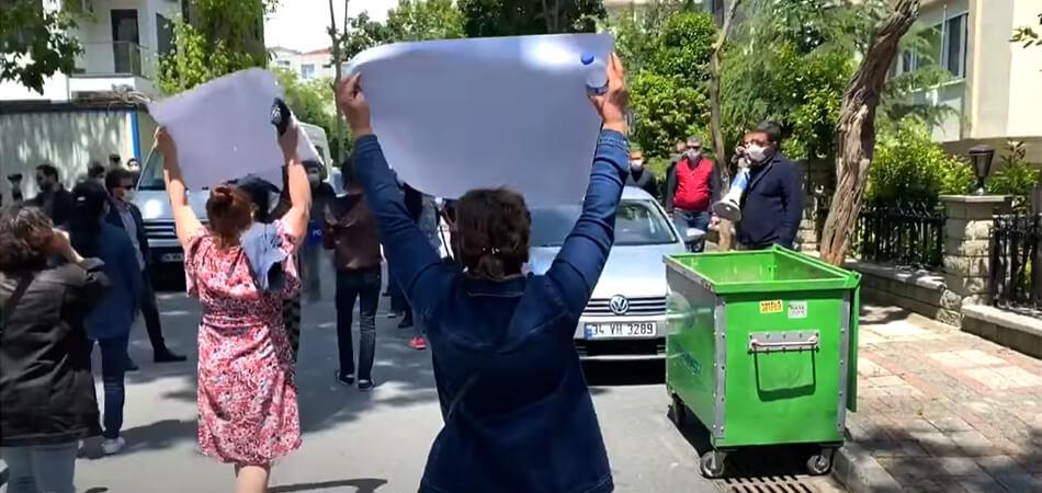 «Долой, Харамдаг!». Перед консульством Туркменистана в Стамбуле прошел митинг