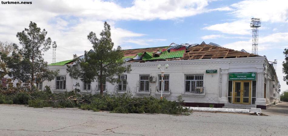 В Туркменабад после урагана приехал Сердар Бердымухамедов
