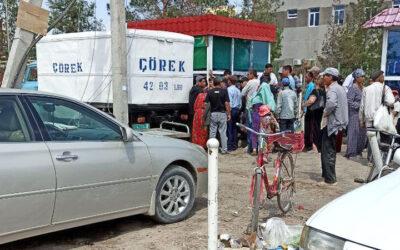 В Туркменабаде обострился дефицит хлеба