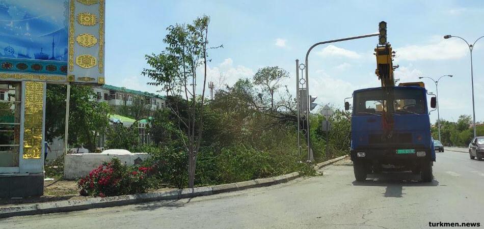 Ураган, который спрятали. Как живет Туркменабад спустя месяц после стихии