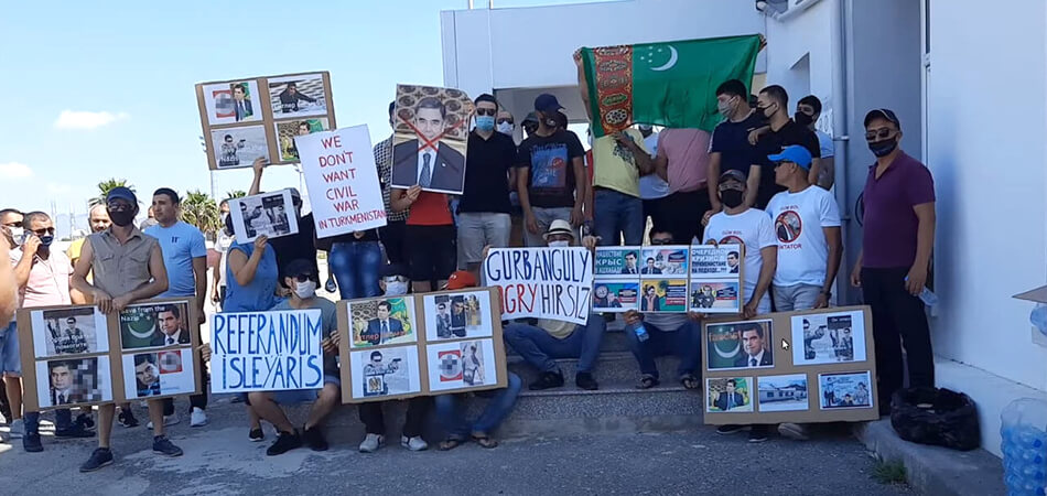 Туркмены на Кипре вновь вышли на протест против политики Бердымухамедова