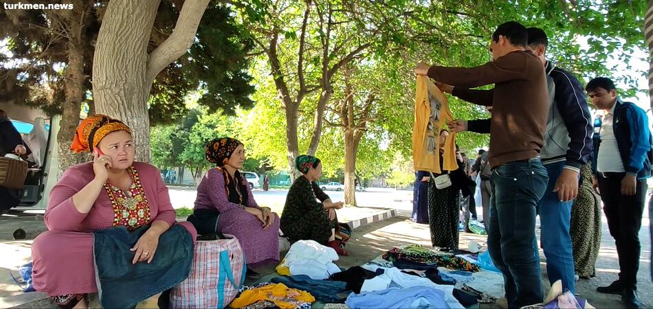 «Азатлык»: В Туркменистане участились случаи выдачи зарплат неликвидными товарами