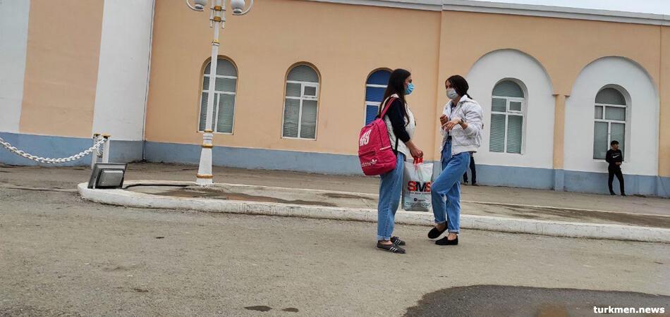 В Туркменистане введен масочный режим, закрыта «Толкучка», ТЦ «Беркарар»