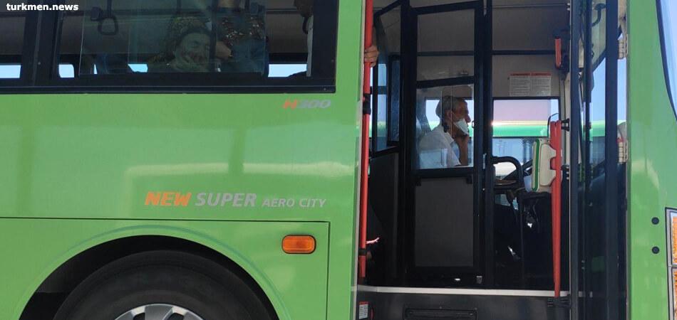 Ашхабад: Водители общественного транспорта надели маски