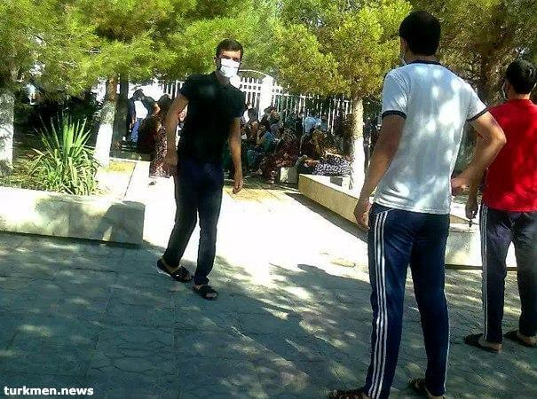 Балканабад: 200 человек пришли в прокуратуру и ЦБ жаловаться на работу банкоматов