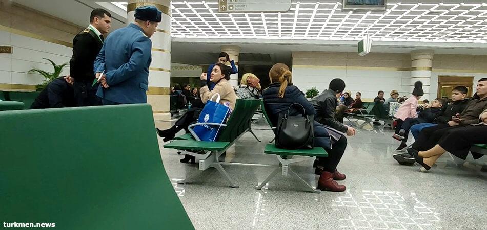 Туркменистан: Скандал при вылете чартера в Москву обидел миграционную службу
