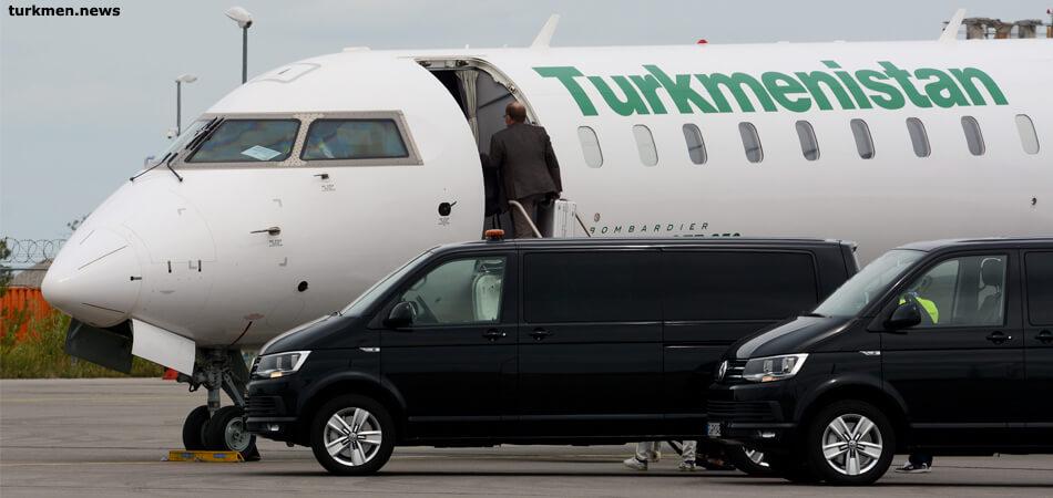 В Туркменбаши из Германии прилетела группа врачей (фото)