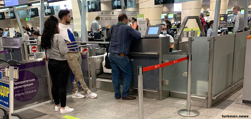 С застрявших в России граждан Туркменистана требуют $1000 за возвращение домой