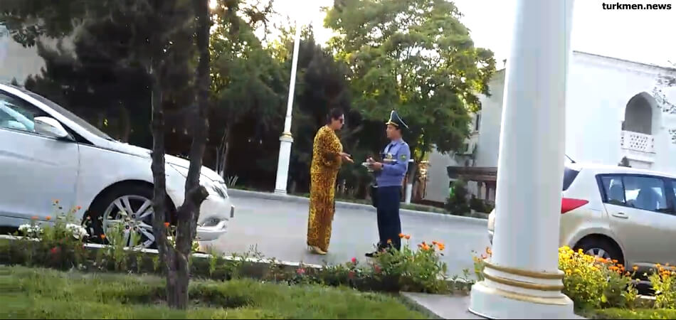 В Туркменистане стали продлевать водительские права женщинам