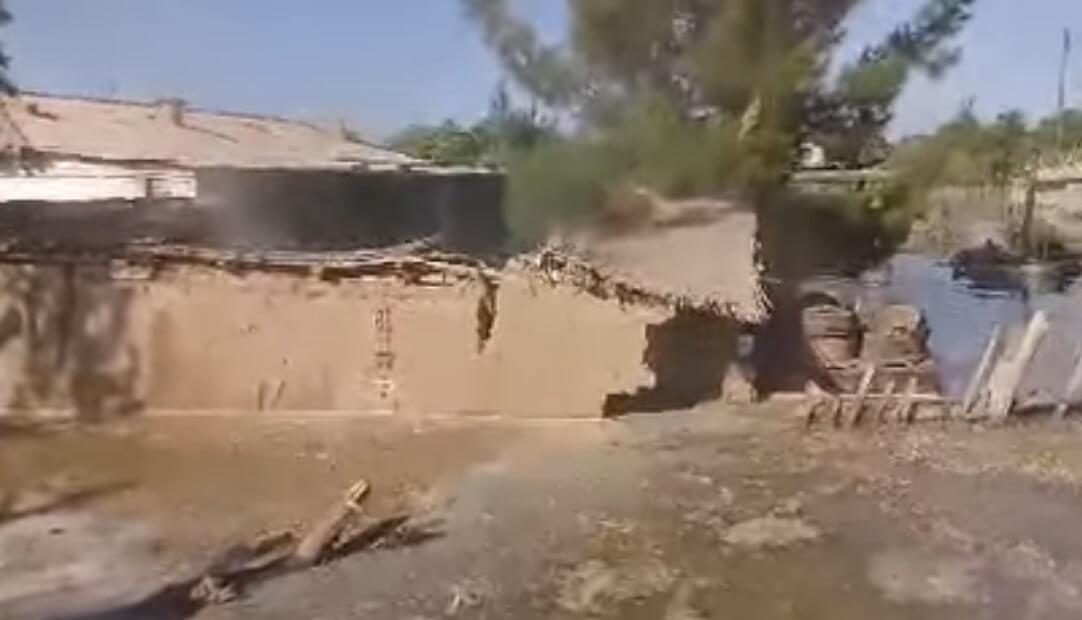 Жители туркменского села четыре месяца живут в поврежденных наводнением домах