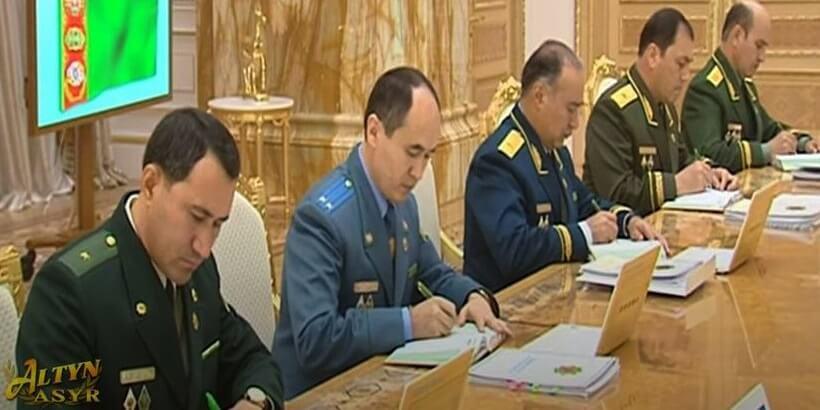 Бердымухамедов сменил главу миграционной службы и объявил выговоры двум силовикам