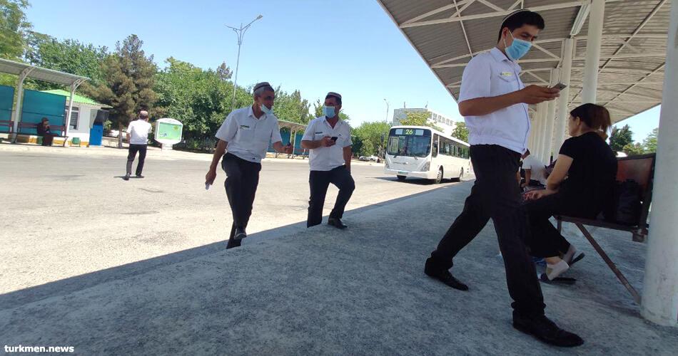 Водители ашхабадских автобусов. Фото: turkmen.news