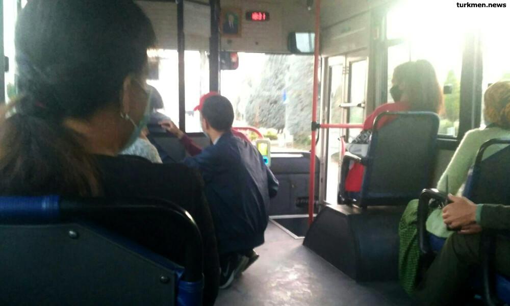 Ашхабад: Соблюдение санитарных мер в автобусах контролируют люди с рациями