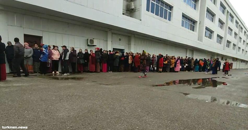Трагедия локального масштаба. В туркменском магазине пропали списки очередников за хлебом