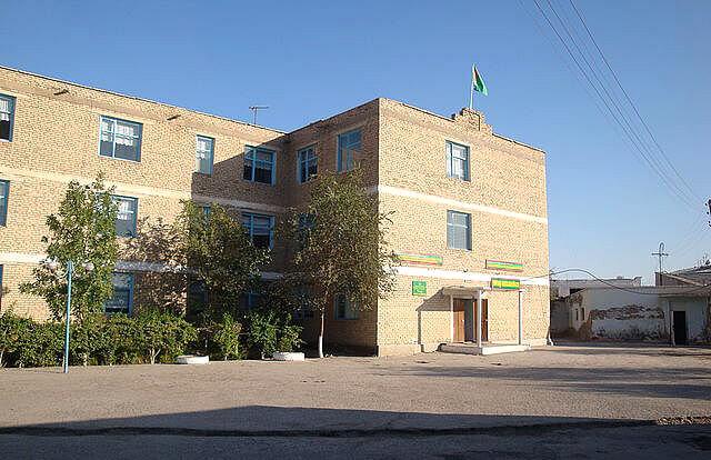 В Дашогузской школе №10 родителям вернули часть «праздничных» денег