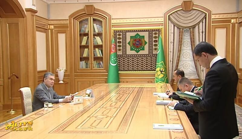 Бердымухамедов поручил развивать экономику Туркменистана за счет кредитов