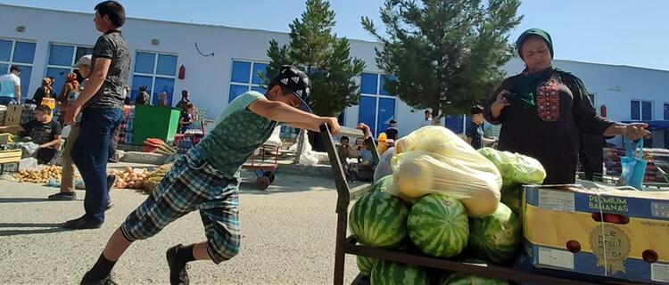 Неделя в Туркменистане: Детский труд, чистки во власти, продовольственный и экономический кризис