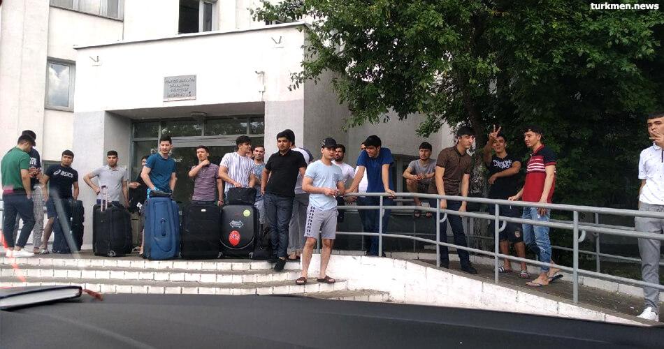 «Туркментелеком» начал принимать справки для отправки денег студентам иностранных вузов