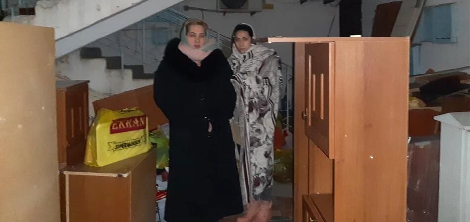 Жительницу Ашхабада вместе с детьми выселили из квартиры на улицу в мороз