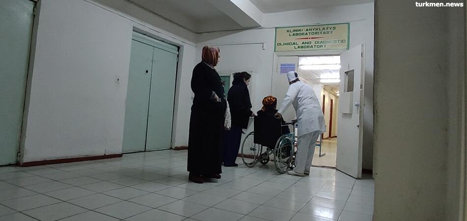 В Ашхабаде умер врач-рентгенолог из онкоцентра. До него – народный художник