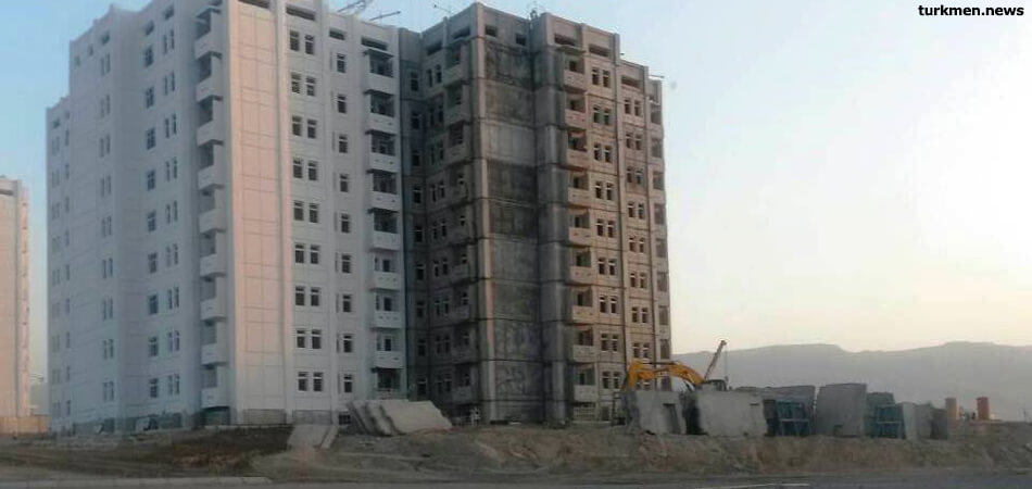 Ашхабад: Здание школы, которой всего три года, дало трещину