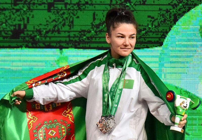 Победительницу чемпионата мира по тяжелой атлетике уличили в допинге и передали медаль спортсменке из Туркменистана