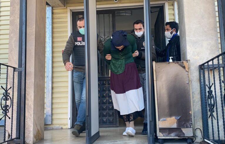 Гражданин Туркменистана в Стамбуле переоделся в женщину и угнал «Мерседес»