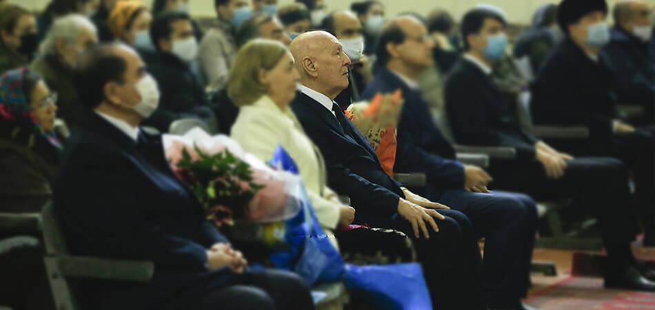 В Туркменистане от осложнений, вызванных COVID-19, скончался композитор Реджеп Реджепов