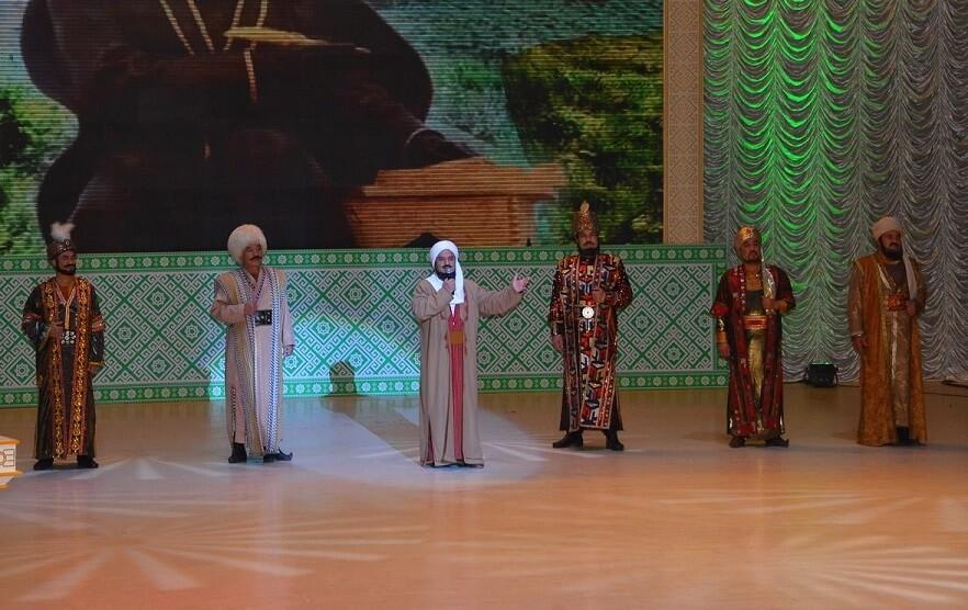 Артисты двух туркменских театров посвятили песню президенту