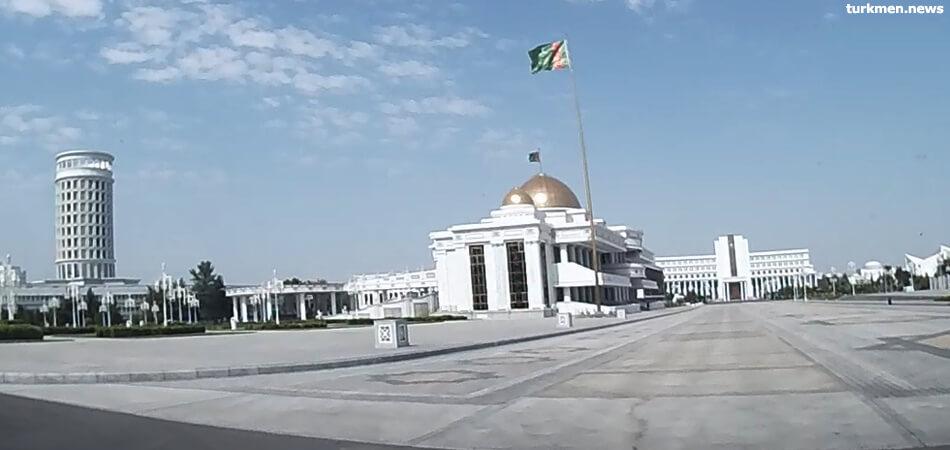«Социально значимые» отели и трибуны: в Туркменистане продолжают тратить миллиарды на помпезные стройки