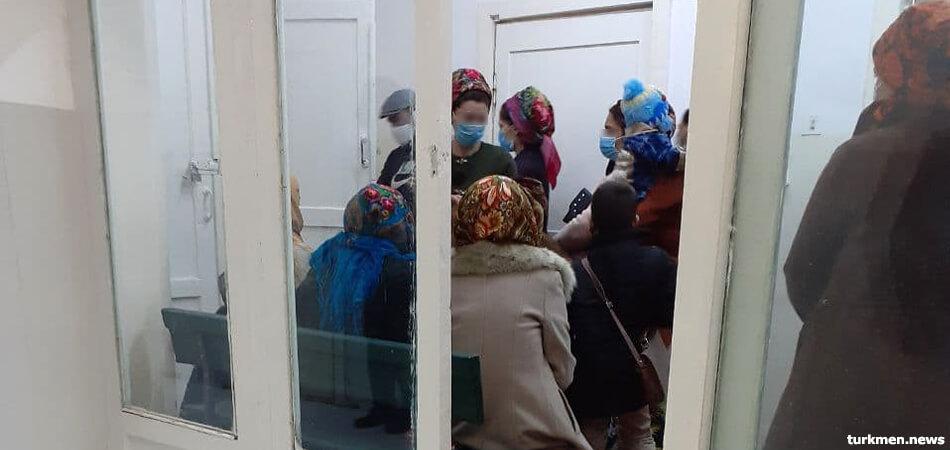 В Туркменистане готовятся к вакцинации учителей от COVID-19