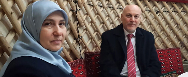 «Он говорил, что его легкие горят». Вдова турецкого дипломата об обстоятельствах смерти ее мужа от COVID-19 в Туркменистане