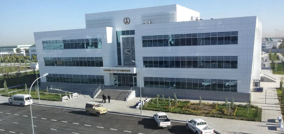 Туркменистан: От коронавируса скончалась врач ашхабадского аэропорта